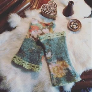 Free People Little Lace Trim Floral Gloves angora